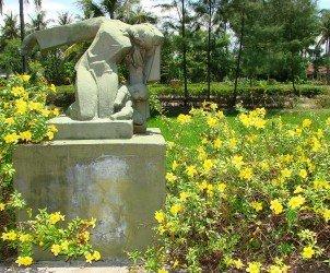 1280px-My_Lai_Memorial_Site_-_Vietnam_-_Garden_Statuary_2
