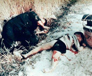 Dead_man_and_child_from_the_My_Lai_massacre 2