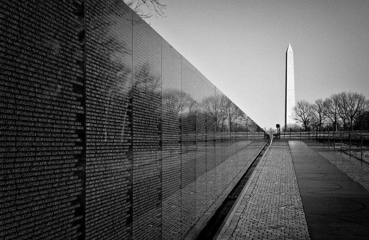 essay on vietnam war memorial
