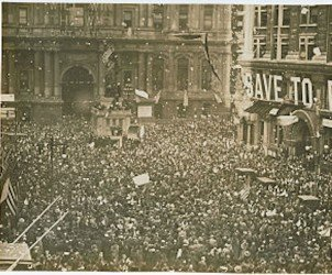 First_News_of_Peace!_Confetti_thrown_by_happy_crowds._Liberty_sings._Flags_waved._Nov._11-1918._(12795375585)